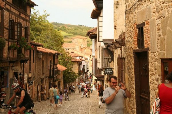 small towns Spain-santillana-del-mar_