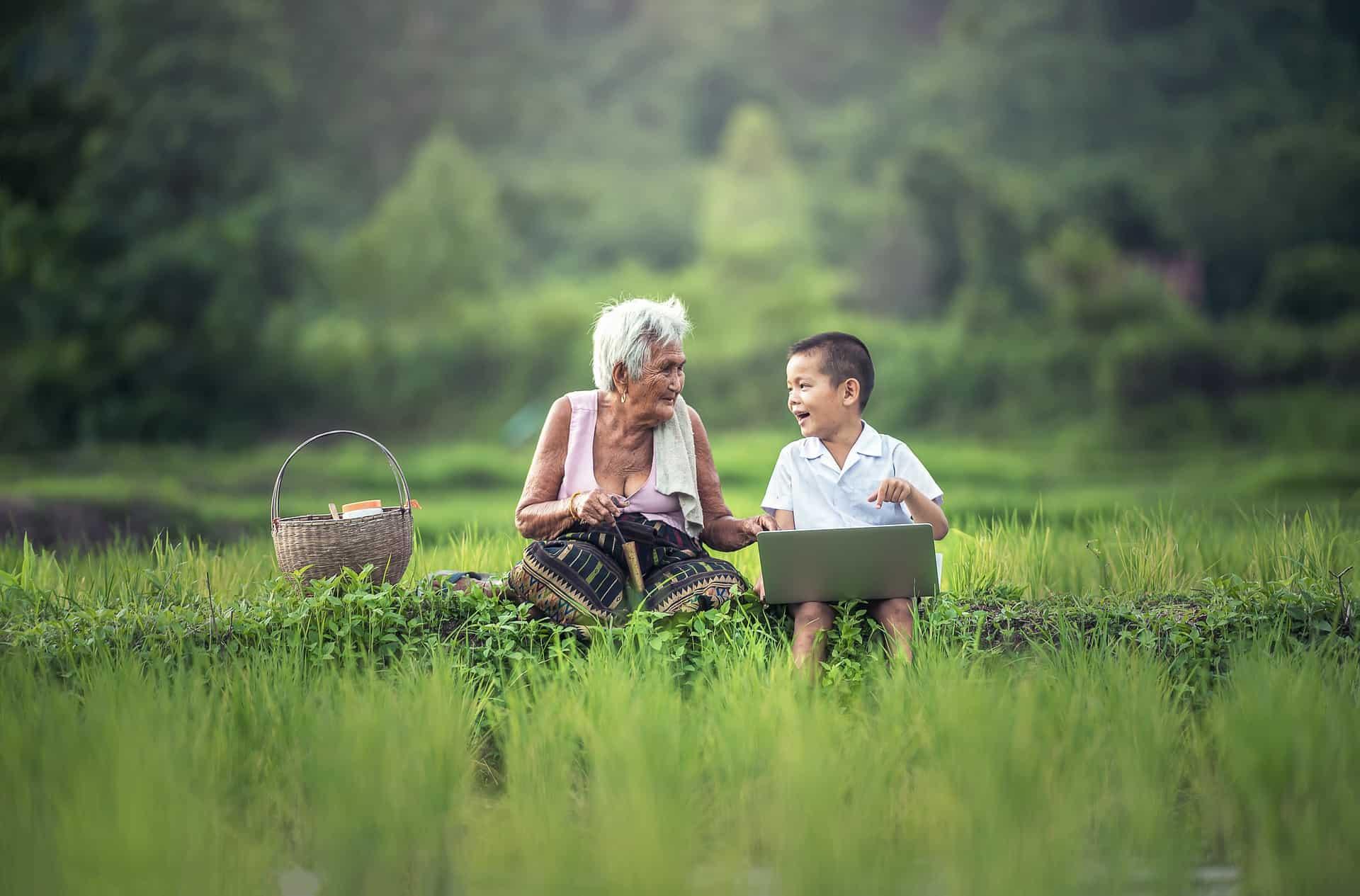 www.mydailyspanish.com Tú Usted Old Lady